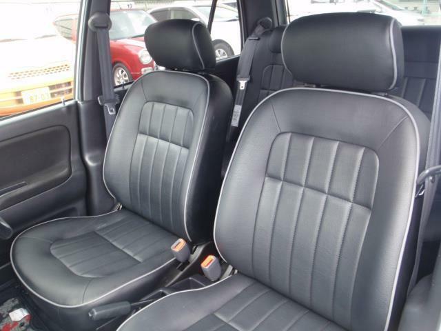 最終モデルのミラジーノのインテリアはちょっと豪華にプロテインレザーシート。ミニライトスペシャルは黒色のプロテインレザーシートが専用シート!