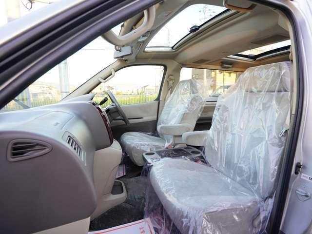 助手席も運転席同様大きな汚れ等は御座いません!