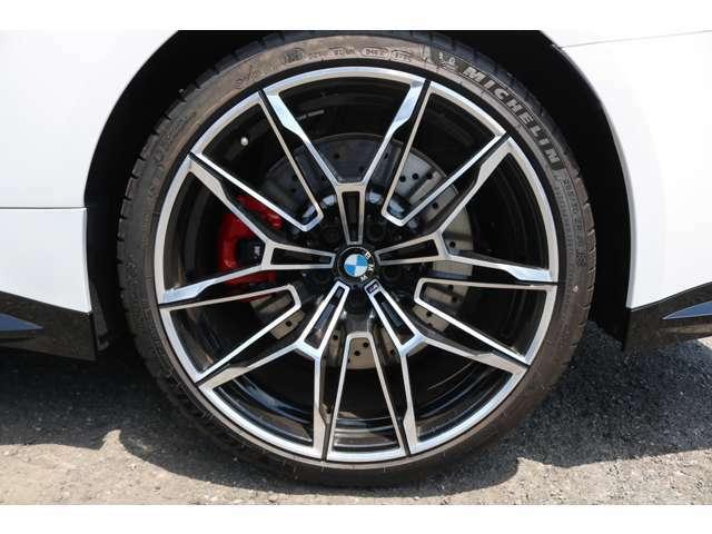 オプション:20インチMライト・アロイ・ホイール・ダブルスポーク・スタイリング825M(鍛造)バイ・カラー(ブラック)