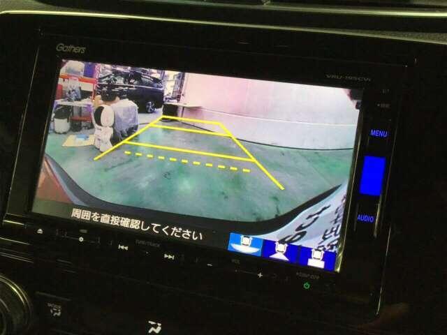 バックモニター・TV付きカーナビVRU-195CVI&ETCがついています。