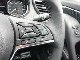 """""""渋滞""""と長時間のドライブ。高速道路で負担を感じる二大シーンで、アクセル、ブレーキ、ステアリング操作をクルマがサポートしドライバーの負担を軽減できるプロパイロット"""