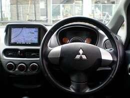 視界も良く、運転し易いのもミリョクです。運転席周りの装備も、シンプルで使い易いです。