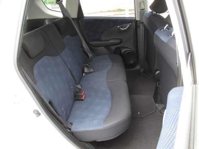 クッションの厚い座り心地の良い2列目シート。快適なドライブを楽しめます。