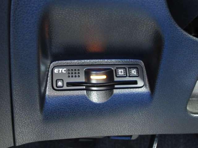高速利用時に便利なETCを搭載しております。高速道路での利用がスムーズになります!これで長旅も楽々♪納車時にセットアップをさせていただきますので、カードを差し込むだけでご利用いただけます。