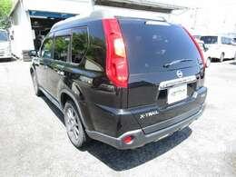 エクストレイルの左リヤビュー UV&プライバシーガラスで、車内の紫外線&プライバシーをシャットアウト