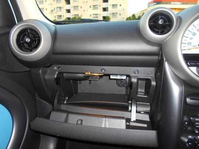 グローボックス内にはETCが装着されております。今の時代なくてはならないこの装備、最初から装着されているのは中古車ならではの嬉しい特典です♪