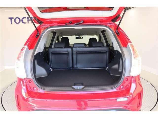 デッキボード下にニッケル水素バッテリーを搭載。ゆとりの居住空間と広い荷室を両立しています♪