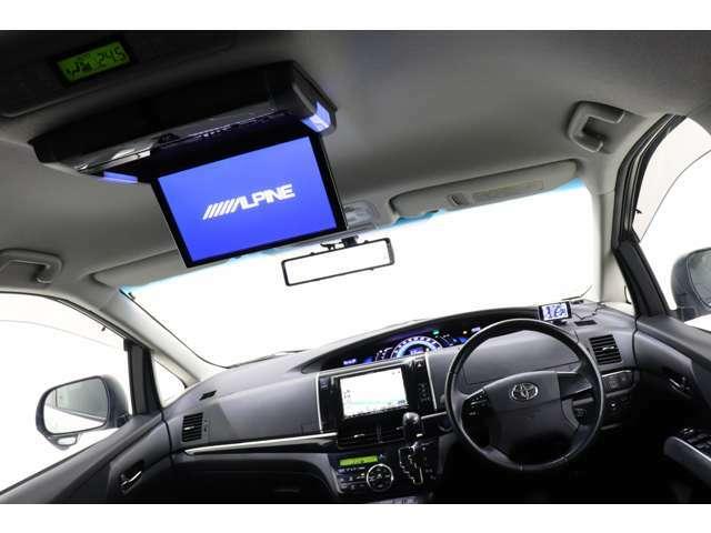 アルパイン10.2インチフリップダウンモニター付き!長距離ドライブも快適に過ごせます。
