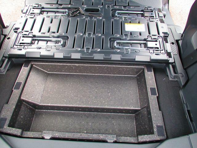デッキボードの下の収納スペースです。