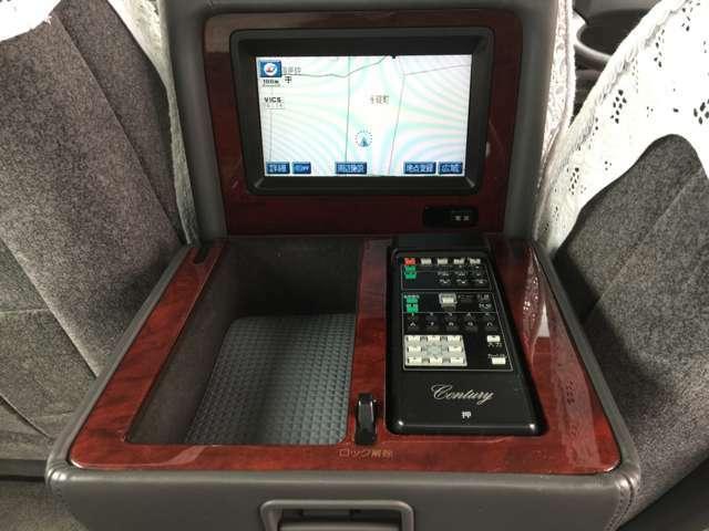 後席用モニター搭載です現在の位置など細かい情報が確認できます!