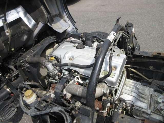 エンジン好調です!18万キロ台ですが、ディーゼルですので、まだまだお乗りいただけるお車ですよ!