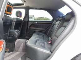 人気のセルシオ カスタム車両の入庫!JIC車高調にレオンハルト バイル20AW、フルエアロ、シルクブレイズマフラーカッターなど多数の高額パーツを装備した一台。車両価格以上のカスタム費用!