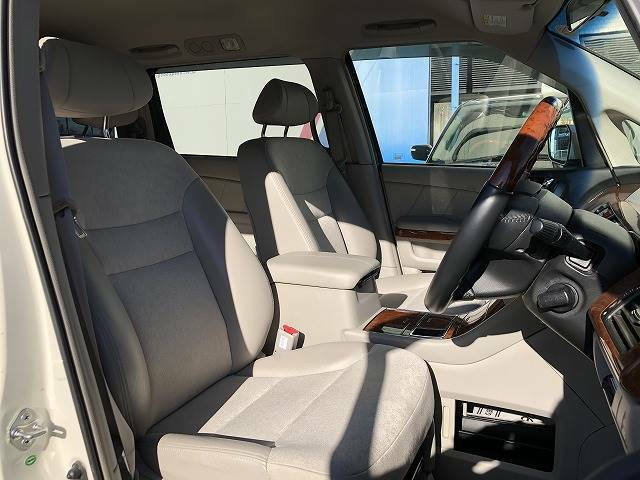 安心の指定工場完備。陸運支局に代わって車検(検査)を行うことができる工場です。そのため陸運局と同じ検査ラインを自社の工場に持っています。国家資格整備士常駐、積載車もございます。