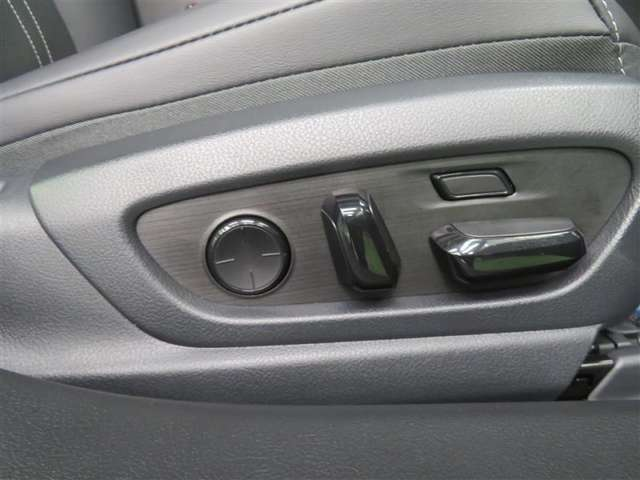 シートの位置・リクライニングを電動で調整できる「パワーシート」!