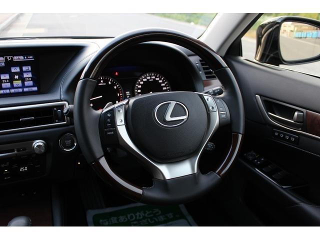 パドルシフト!レクサス・ダイナミック・ハンドリングシステム!電動パワーステアリング(ESP)・VGRS・DRSの統合制御により前後輪の切れ角を最適に制御し安定した車両姿勢を両立します!