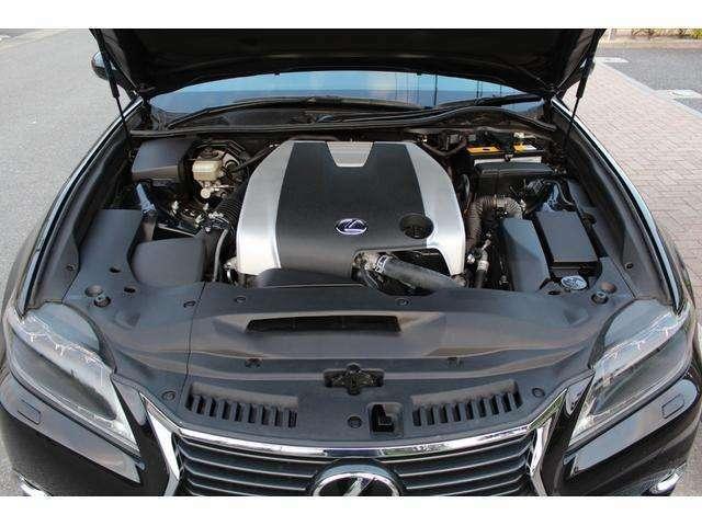 3.5リッターV6エンジンは318psと38.7kgmを発生する。トランスミッションは6段AT!