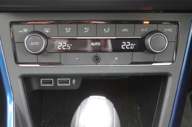 2ゾーンフルオートエアコンディショナー(運転席助手席独立調整、アレルゲン除去機能付)