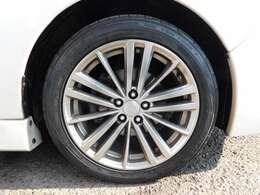 やはり、車は、何といっても、足回りで、決まりますよねっ^^。タイヤは、FALKEN  ZIEX ZE914 の IN OUT があるタイプです。サイズは、205/50R17です^^。50扁平なので路面の状況が分かり易いです