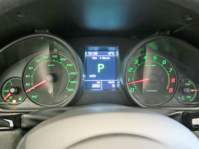 無駄の無いメーターパネル。シンプルなデザインなので瞬間的に車の状況を把握出来ます