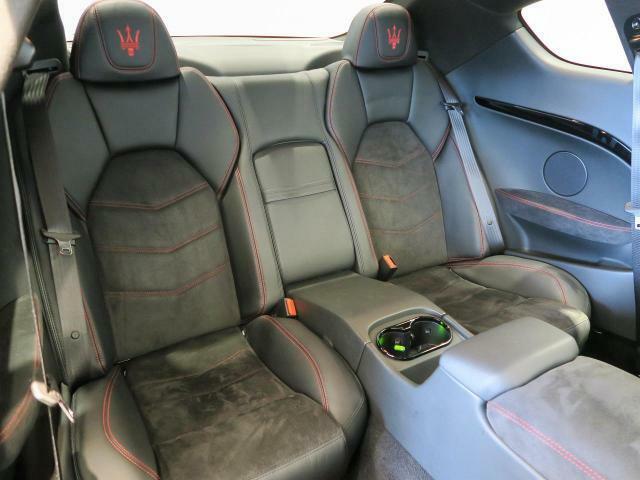 抗菌・防臭・防汚に最適なインテリアコーティングが施工可能。高分子被膜が長期的に車内を抗菌し続け、きれいに保つことが出来ます。