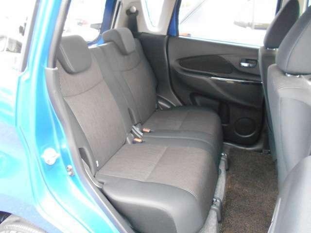 リヤシートはスライド機能付です。