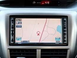 【SDDナビ】こちらの車はSDDナビを装備しております。高性能なナビ機能の他Bluetooth、CDの再生、DVD、フルセグも可能にできます。ドライブ中の楽しみも増え、便利でお得な装備でございます