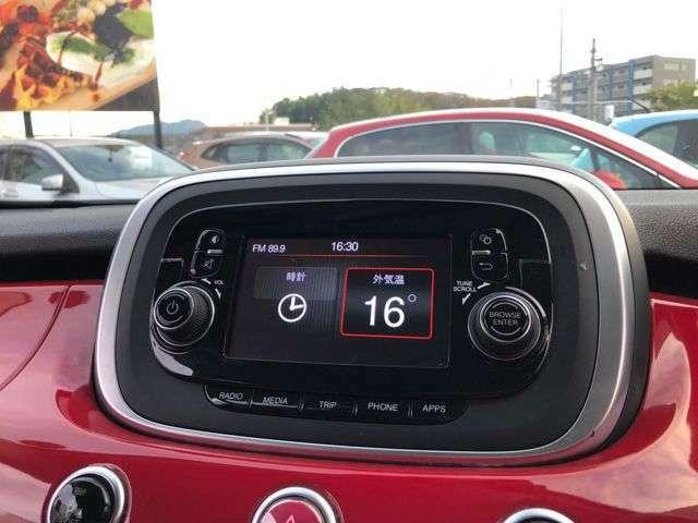 様々なエンターテインメントシステムを搭載した純正オーディオ。ロングドライブ中の車内を楽しい空間に彩ります。