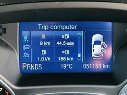 メッセージセンター:走行のために必要な情報をメータークラスター内に表示されます