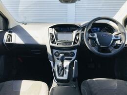 運転席のすべての操作計は人間工学に基づいて見やすく、操作しやすく配置されてます。