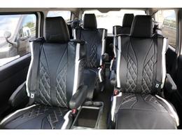 オットマン付きキャプテンシート4脚搭載!ワゴン唯一の両側スライドドア車両!