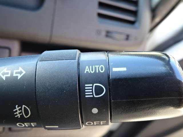 オートライトです。外の明るさに応じて自動でヘッドライトが点灯してくれます!