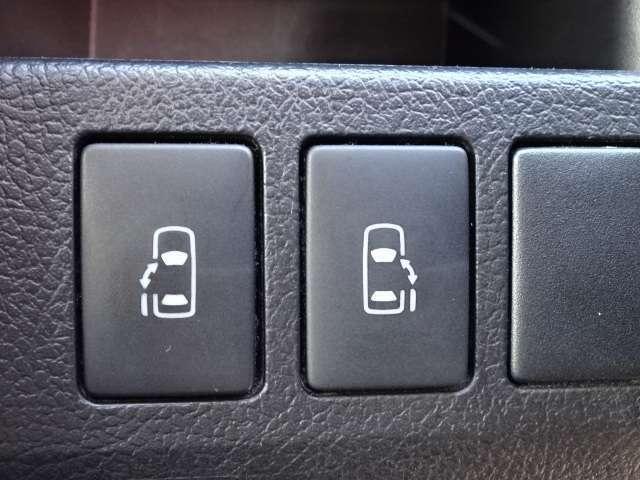 両側電動スライドドアのスイッチです。運転席から開閉操作ができます!