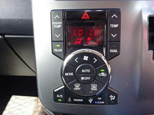 エアコン操作パネルです。DUALエアコンなので、左右で温度調節が可能です!