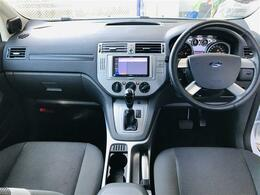 フォードといっても欧州では右ハンドルなので国産から乗り換えても違和感なく運転楽々♪マニュアルモード付フロアオートマチックシフト