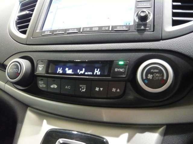 オートエアコンですので温度設定することで自動で調整してくれます。