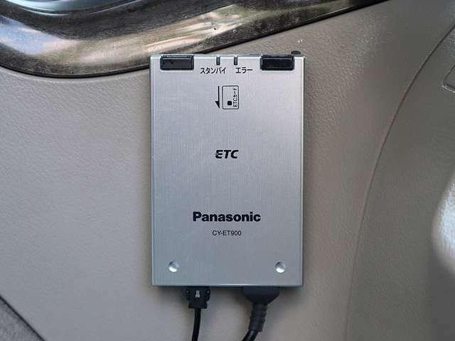 【ETC車載器】高速道路の料金所をノンストップで通行できる便利な装備です。時間帯や休日によって得点も適用されることも。夜のドライブや遠出が多いお客様には大変お得な装備です。