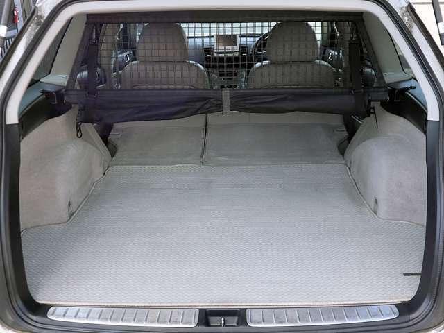 後部座席と荷室部分をフラットにアレンジが可能となります、スペースも大きく取れますので大きな荷物も簡単に収納が出来ます。