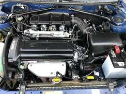 整備の行き届いた4A-G 5バルブエンジン。国産車で独立型4連スロットル搭載車は大変希少です。