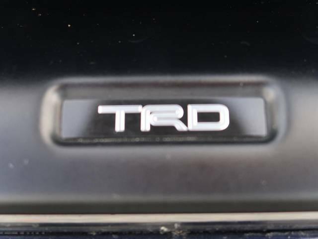 【TRDエアロ】人気のTRDエアロを装備!クルマの外観がよりスタイリッシュになり、街中で存在感あふれる1台に♪将来買い替える時にもリセールに影響しやすく、価値ある人気の装備です!