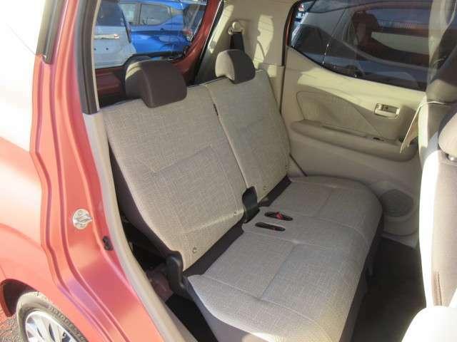 リヤシートのスペースも広い