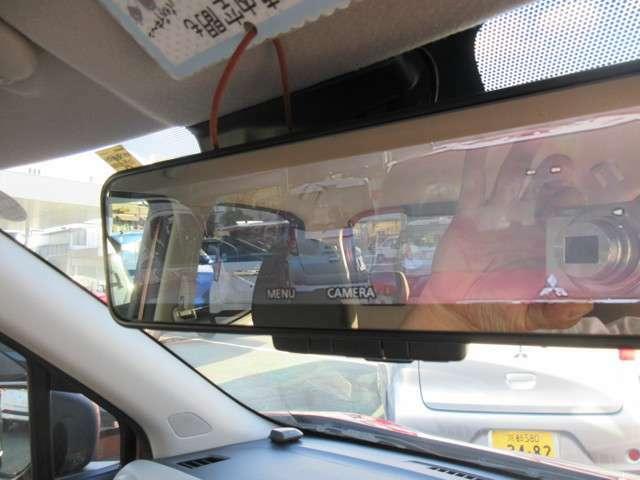 先進安全パッケージが装備でルームミラーも見やすい