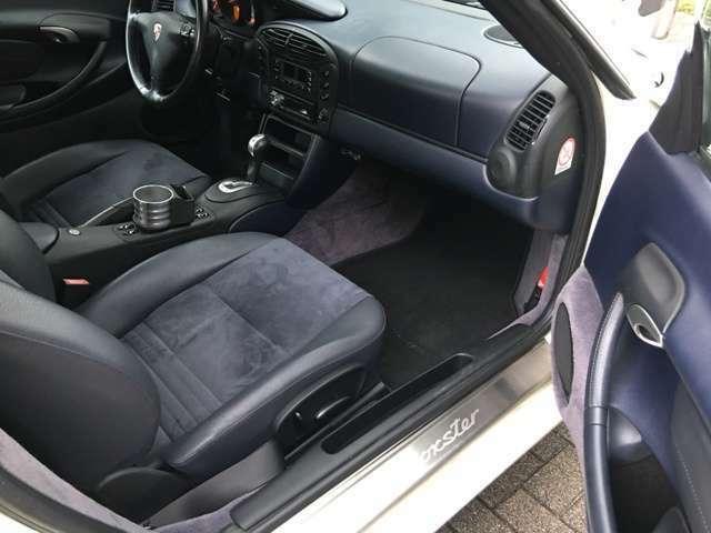シートは運転席・助手席とも汚れやスレも無くきれいな状態です。