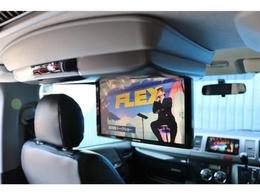 アルパインフリップダウンモニター付き!フロントシートでもリアシートにいても長時間のドライブがこれで楽しくなりますね♪