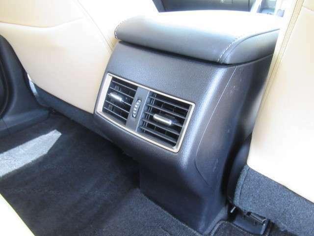 後部エアコン装備ですので後ろの席までとても快適です!!