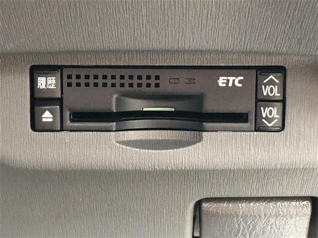 社外HDDナビ/フルセグTV/バックカメラ/純正17インチアルミホイール/ビルトインETC/革巻ステアリング/ウインカードアミラー/プッシュスタート/スマートキー