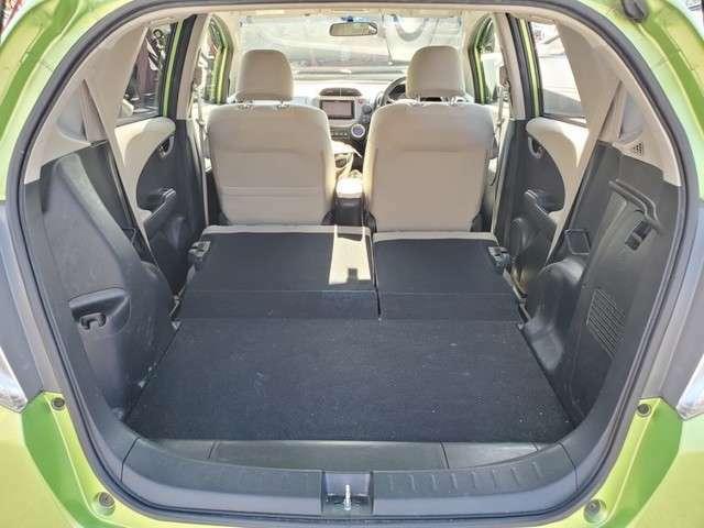 後席を倒した際のトランクになります♪大きな荷物も安心です♪