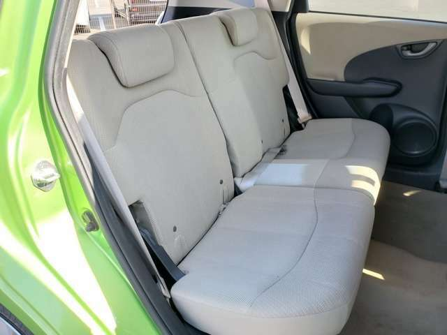 後ろ側シートです♪大人でもゆったりお乗り頂けます♪また、『ルームクリーニング』も承っております♪