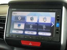 ナビゲーションはギャザズメモリーナビ(VXM-174VFXi)を装着しております。AM、FM、CD、DVD再生、Bluetooth、フルセグTVがご使用いただけます。初めて訪れた場所でも道に迷わず安心ですね!