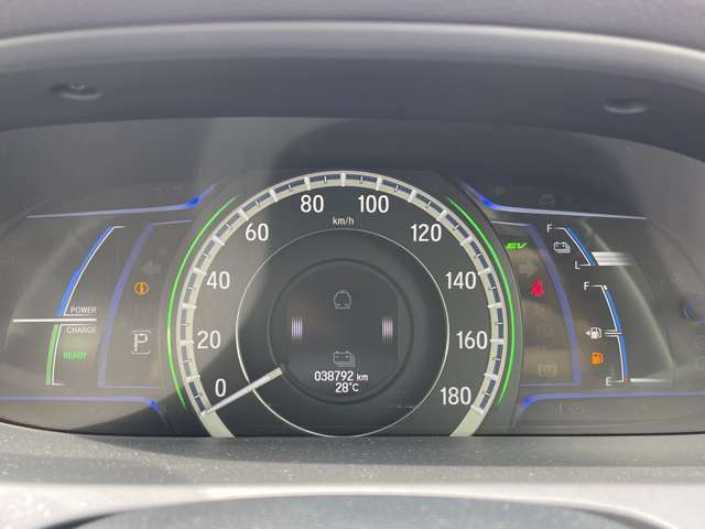 「メーターパネル」 視認性の良いメーター類です。入庫時の走行距離を表示しております☆
