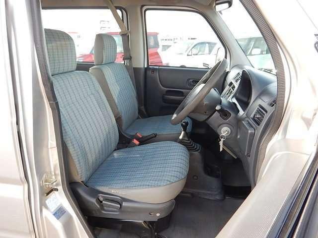 【運転席・助手席側】セパレートタイプの運転席・助手席です。助手席は90度に折りたたみできますよ♪